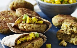 Photo: Spicy chickpea burgers with mango salsa